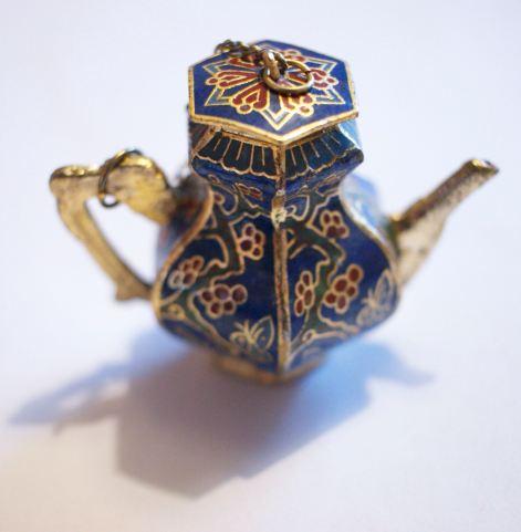 Cloisonne teapot butterfly 2