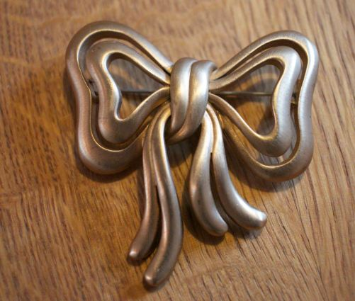 Gold bow brooch etsy 6